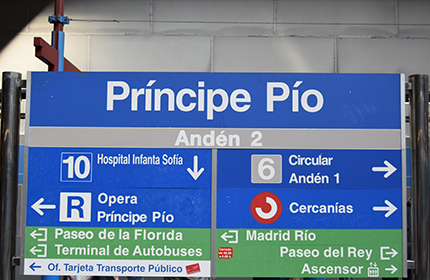 Sign indicating how to get to the platform of another line