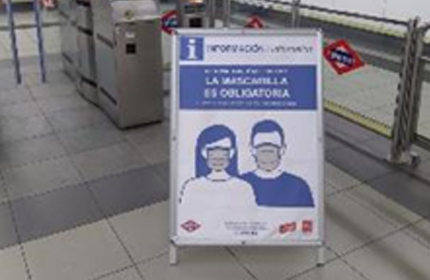 Information stand displaying mandatory face mask poster