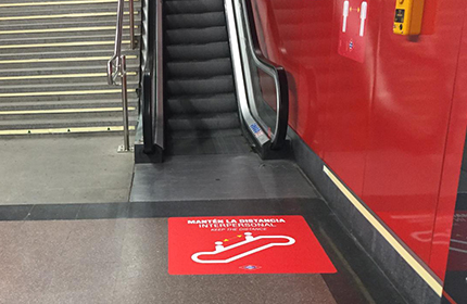 Floor sign before going down or up escalators