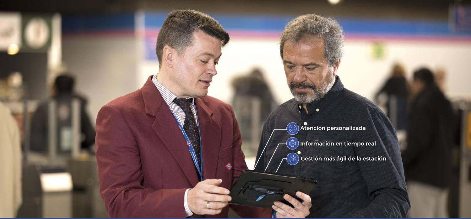 A commercial supervisor show a tablet.