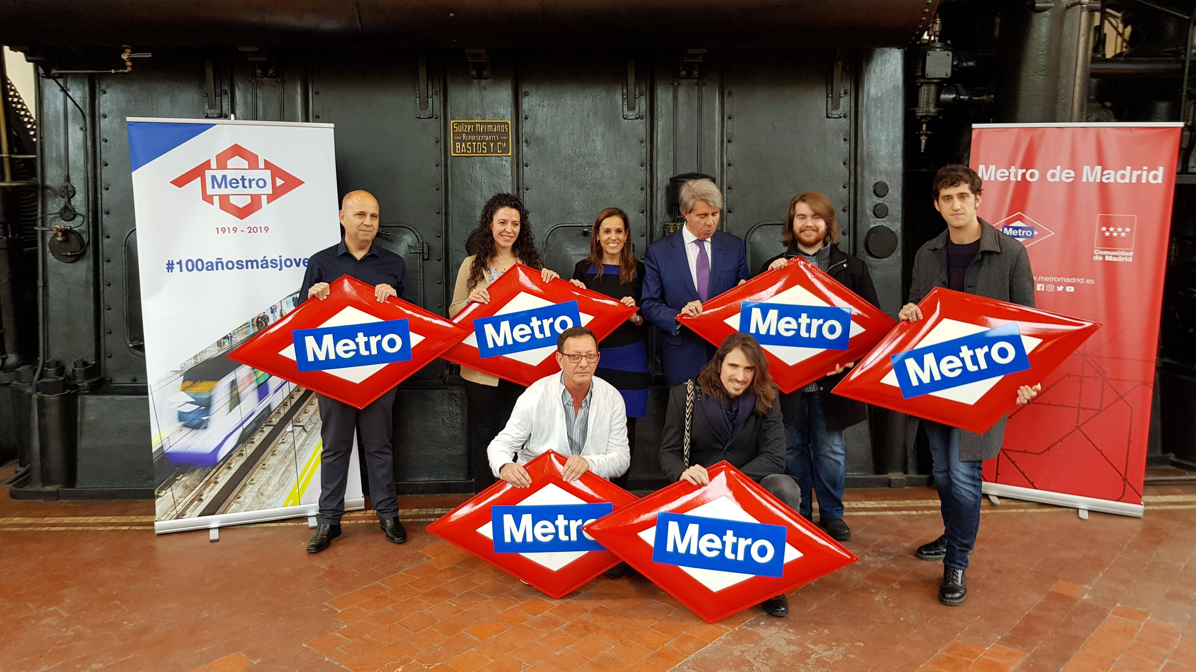 Winners pose next to the Regional Councillor for Transport, Ángel Garrido