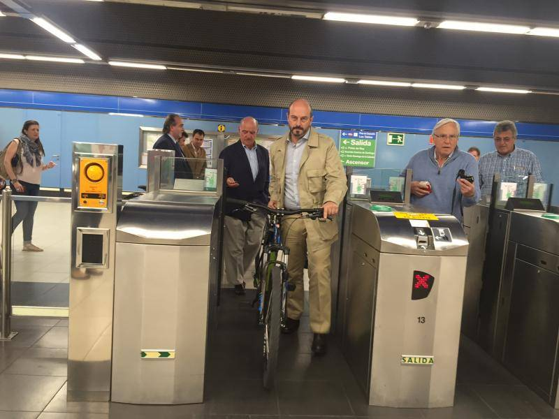 Today Pedro Rollán visited Las Tablas, a station benefited by this measure, on the occasion of European Mobility Week