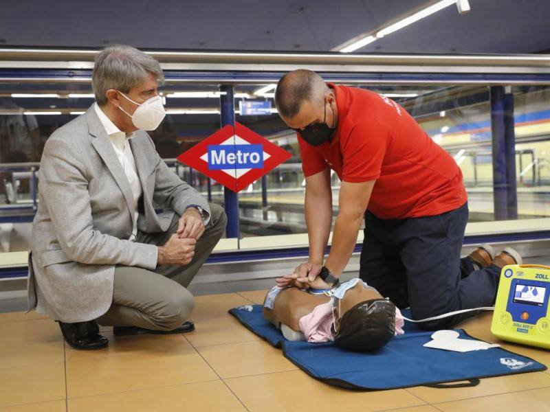 The Community of Madrid will have defibrillators in all Metro stations before the end of the year