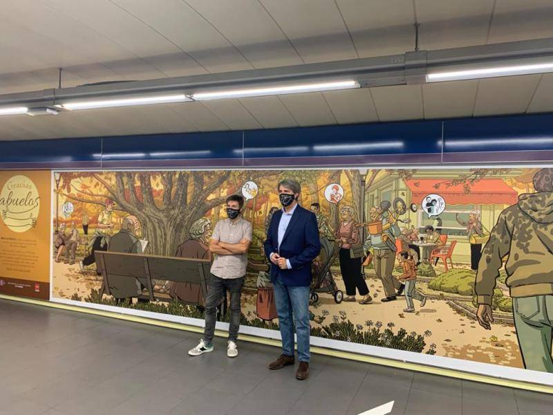 The Region pays tribute to the elderly with a mural by Paco Roca at the Plaza de Castilla Metro station