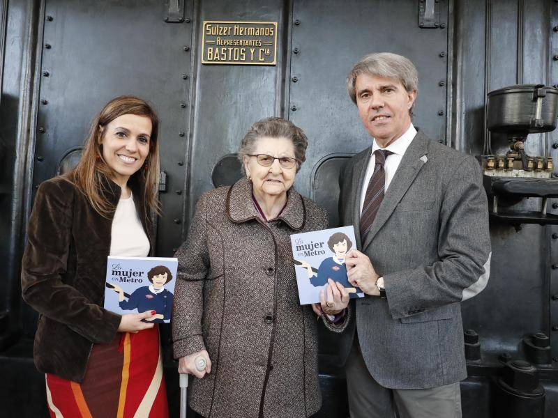The Regional Government of Madrid pays tribute to Metro de Madrid workers in a book on women in the underground