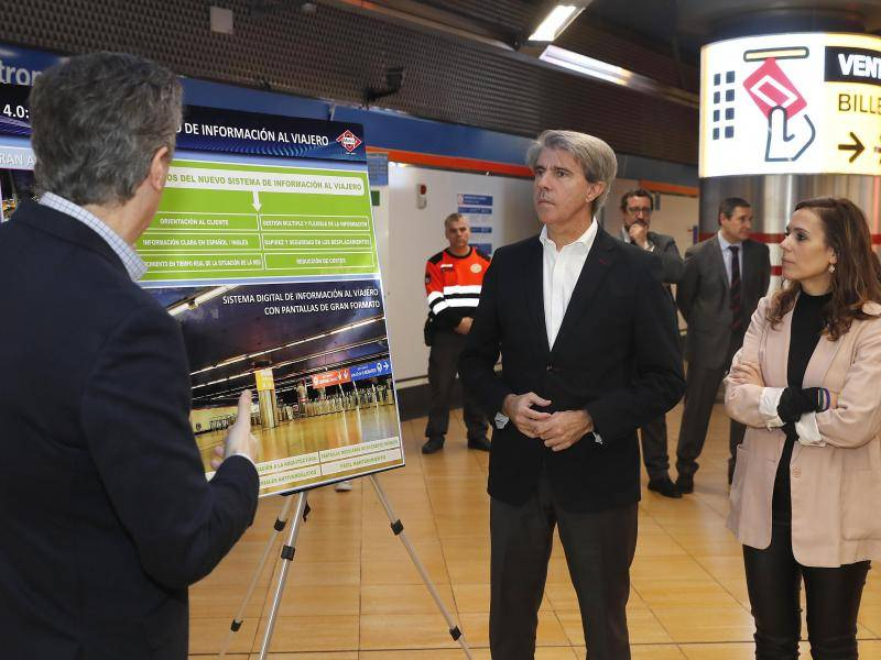 Regional Government of Madrid installs smart screens in two busy underground stations
